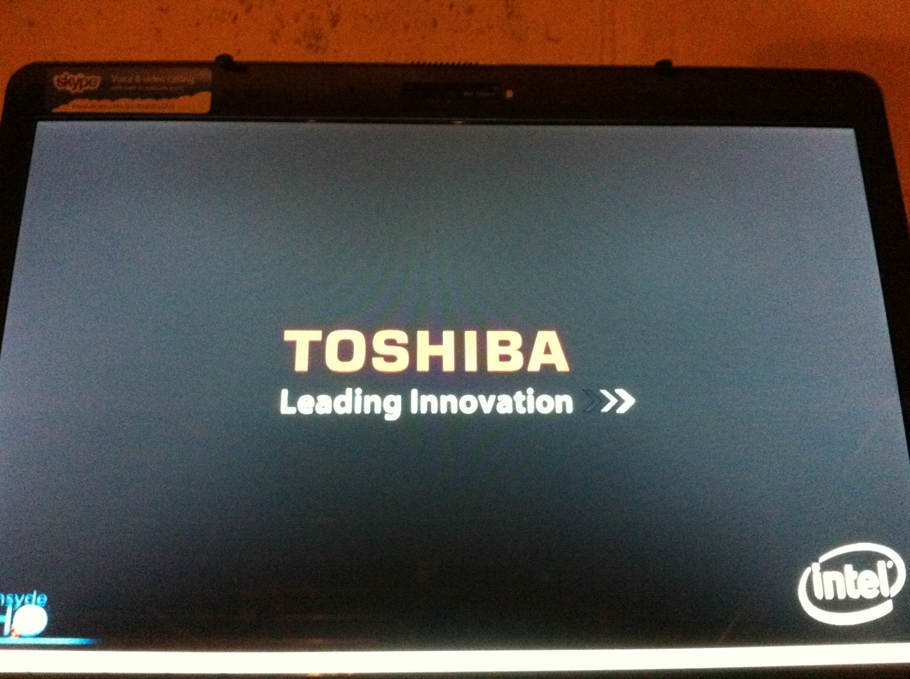 Toshiba laptop won\u0027t boot past BIOS?
