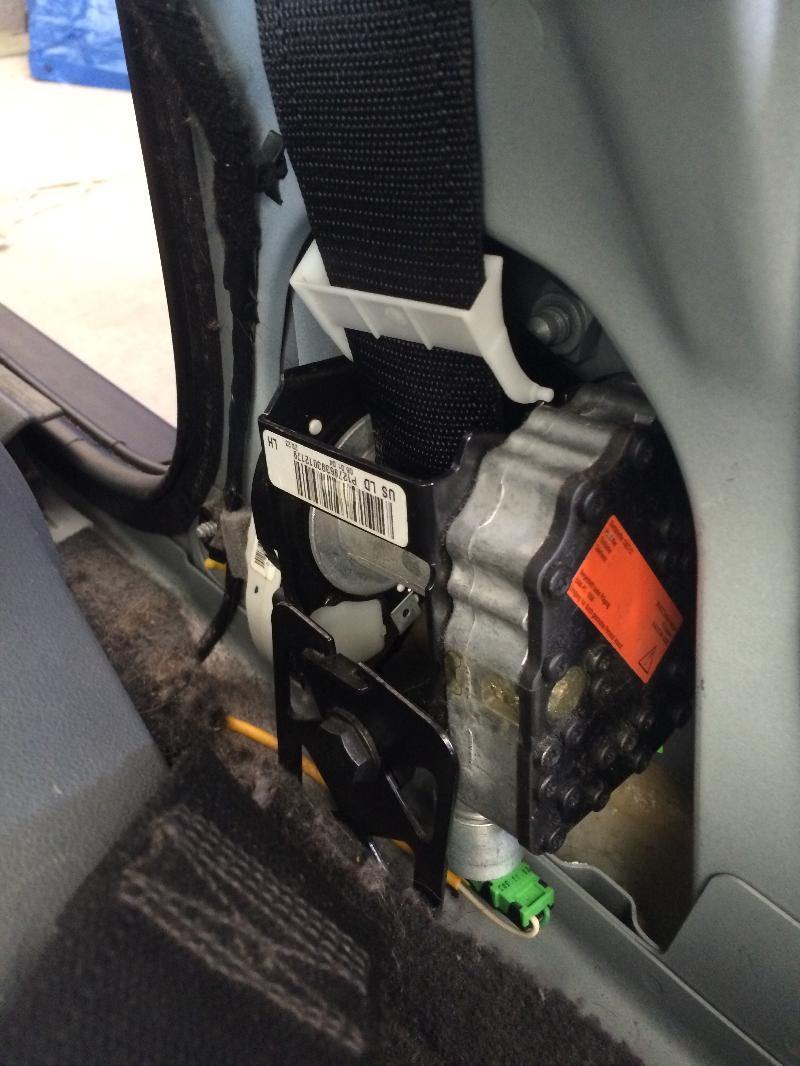 Drivers side seat belt 2004 Saab 93